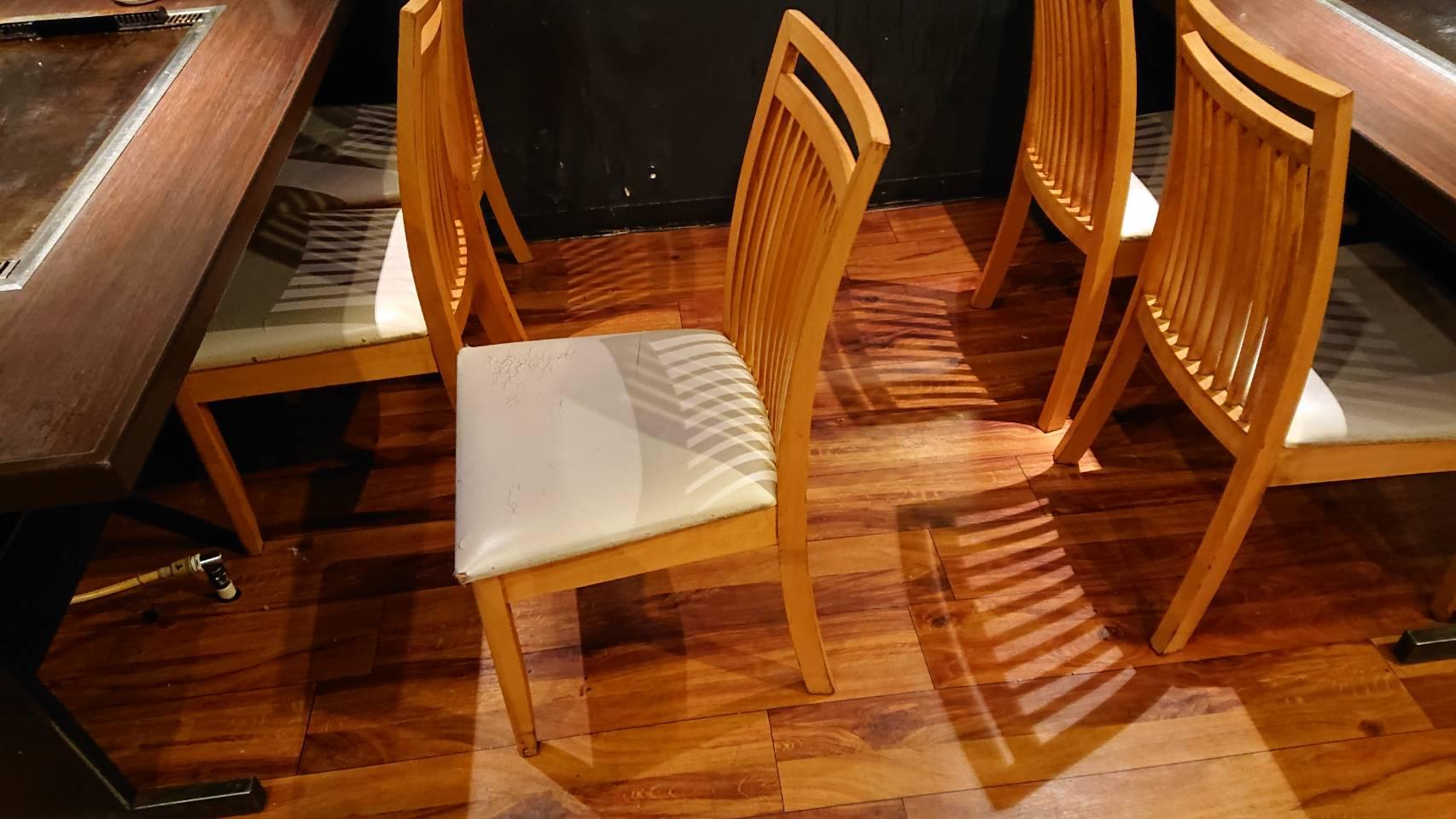 飲食店の椅子のグラつき修理と張替え